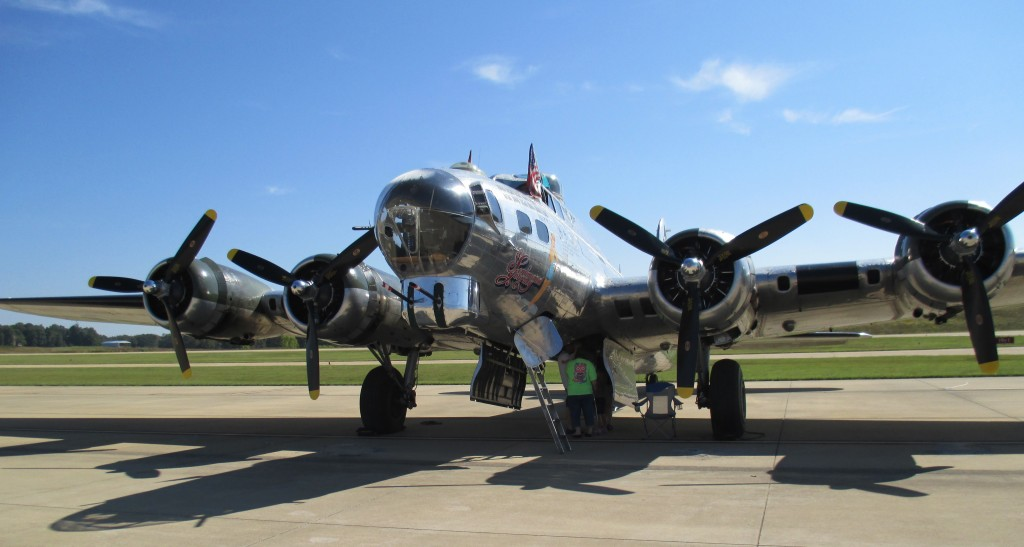 B17 Sentimental Journey - Copyright 2013 Robert D. Vickers, Jr.